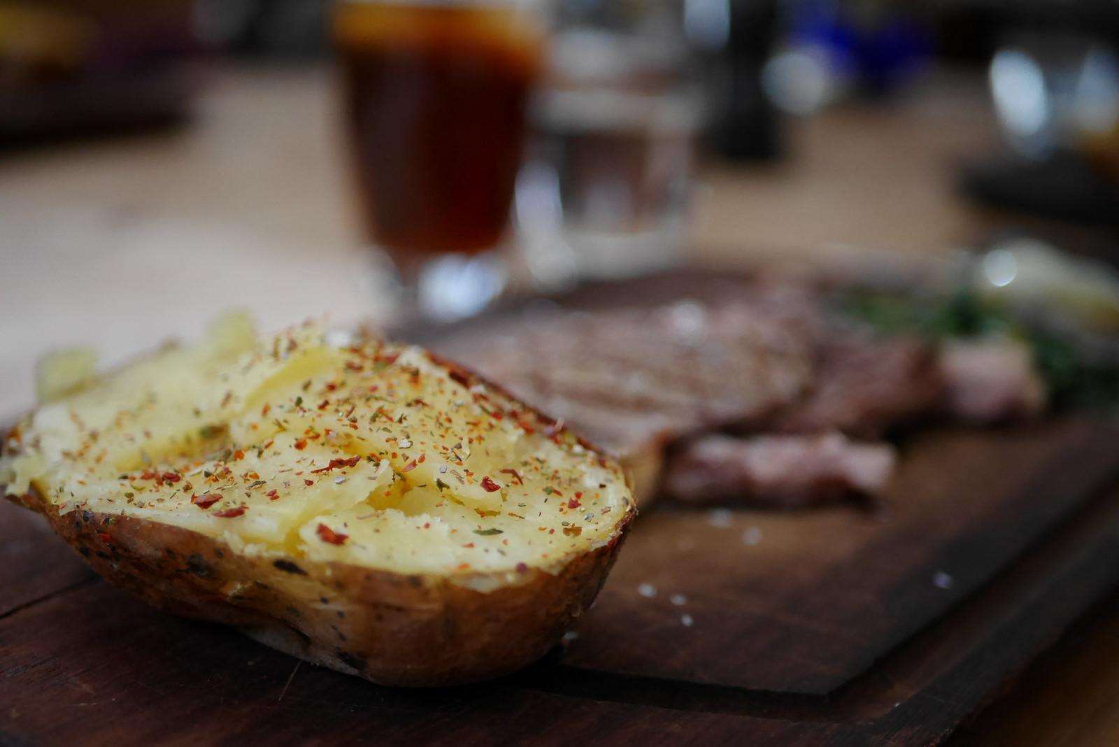 Nusr-Et 烤馬鈴薯