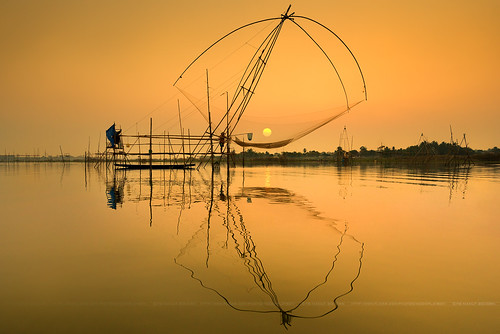 Fishery in Huyluang Dam with sunset (เขื่อนห้วยหลวง) | by noomplayboy