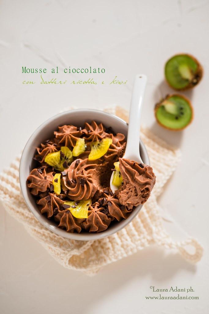 Mousse al cioccolato, ricotta, datteri e kiwi
