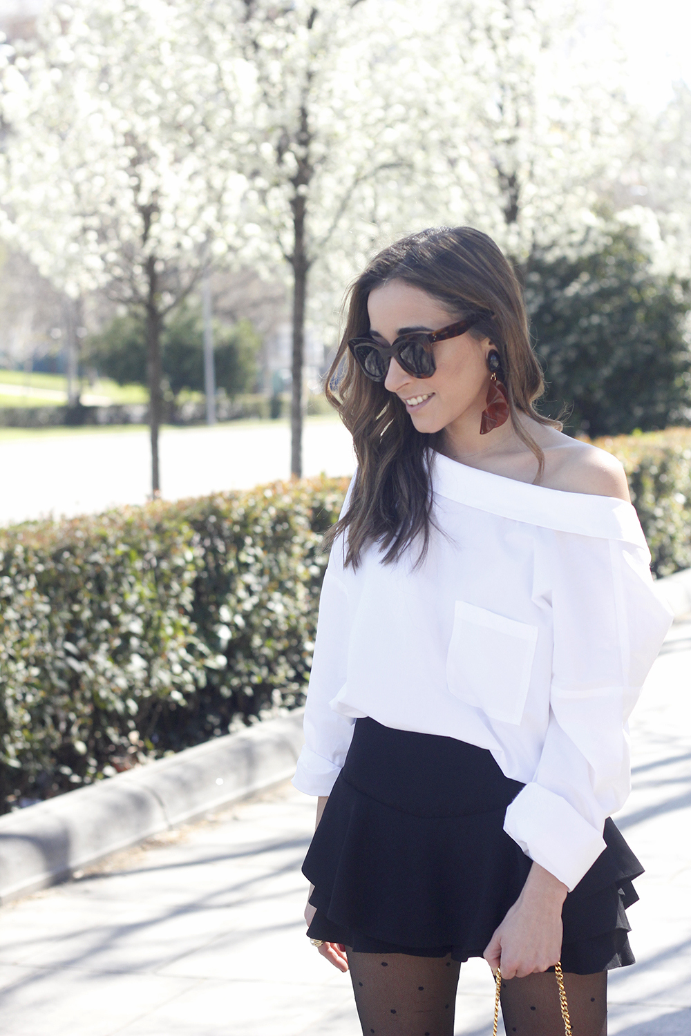 Ruffled shorts white shirt saint lauren bag céline outfit style07