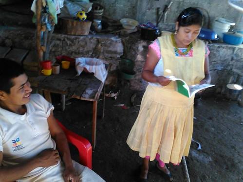 totonacos leyendo