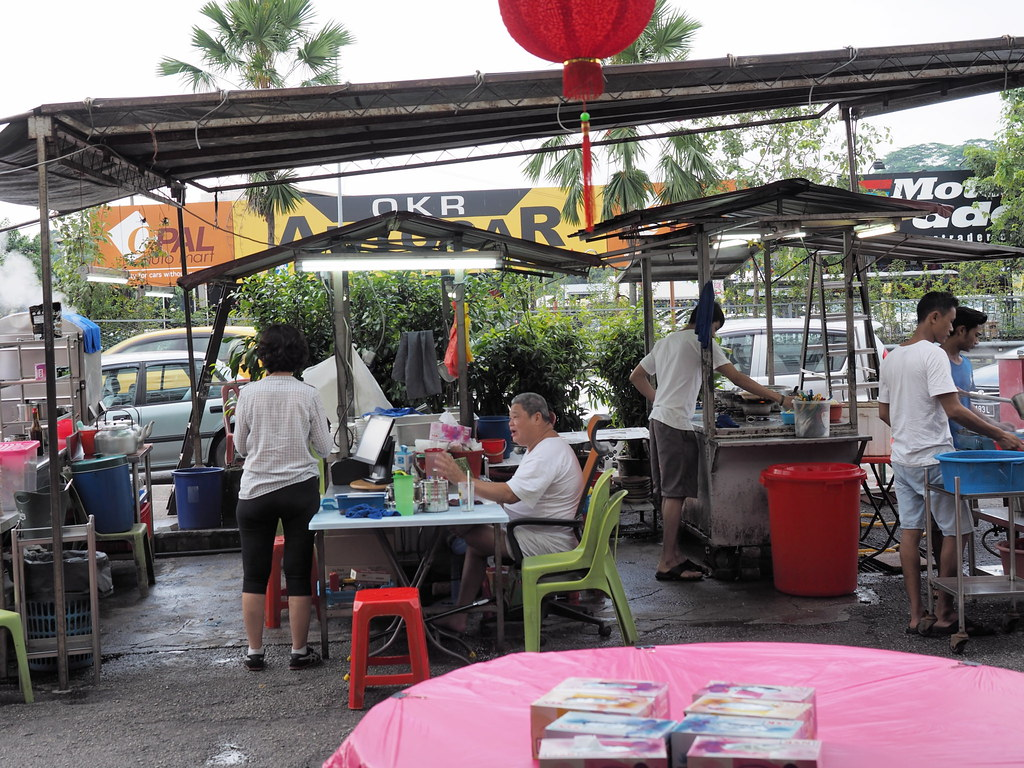 Kitchen and cashier of Fatty Bak Kut Teh & Fish Head