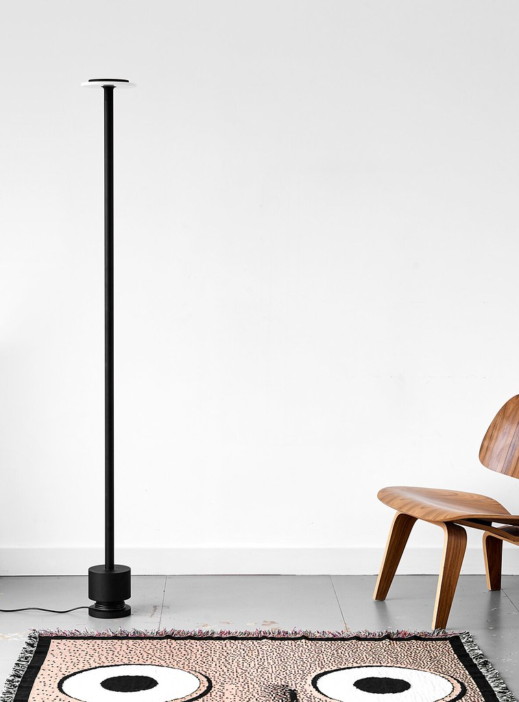 Minimal pendant and floor lamp by London-based designerr Romain Voulet Sundeno_03