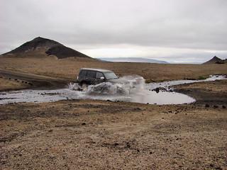 064 Auto in water op terugweg van Askja