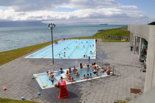 driving_the_ring_road_in_iceland_north_iceland_pool_at_Hofsós