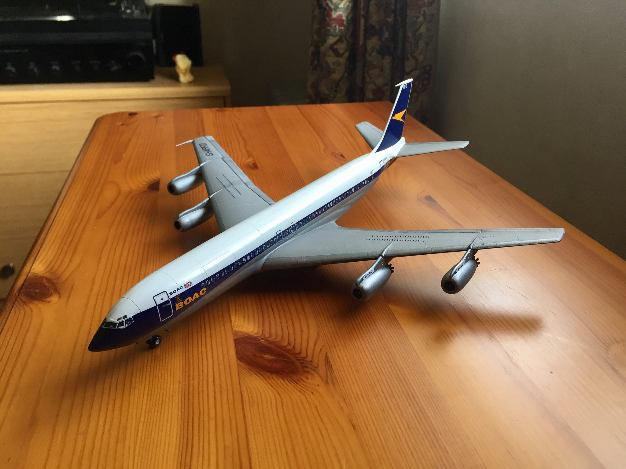 BOAC 707 - Airfix kit with Authentic Airliners decals - Ready for