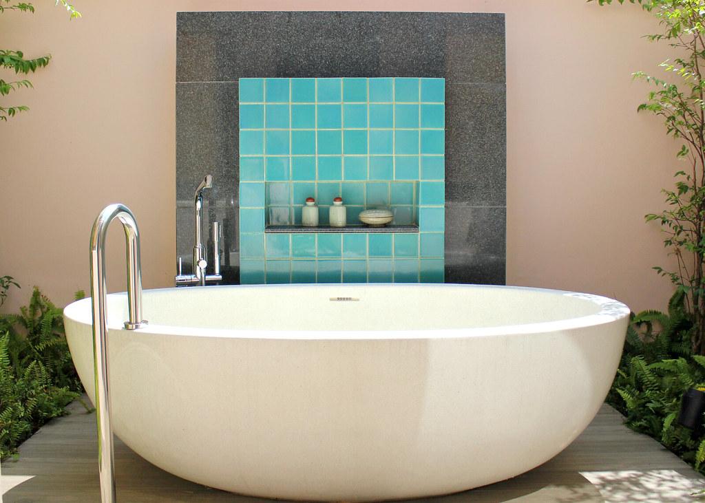 banyan-tree-phuket-deluxe-pool-villa-bathtub