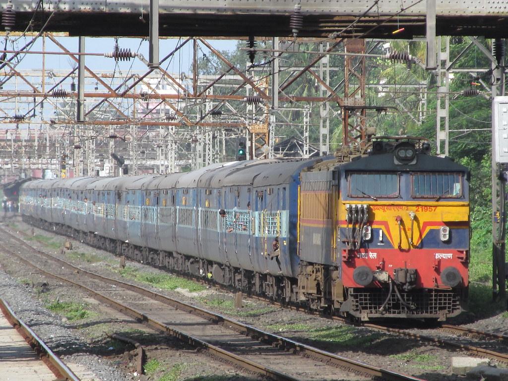 ... 12142 Rajendranagar-Mumbai CST Express with KYN WCAM3 Crossing Kopar |  by Nitin Kumar05