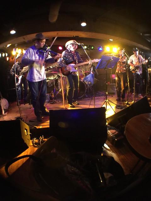 コスモポリタンカウボーイズ Cosmopolitan Cowboys live at Manda-La 2, Tokyo, 23 Feb 2017 - fisheyed iphone photo