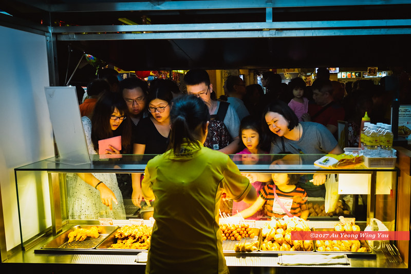 Singapore 2017: Chinatown Bazaar - At A Food Stall