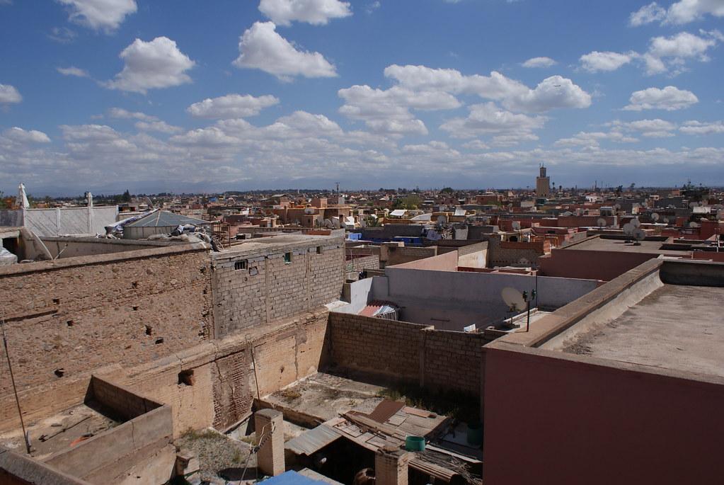 Vue sur la Marrakech depuis le toit terrasse de la Maison de la Photo.