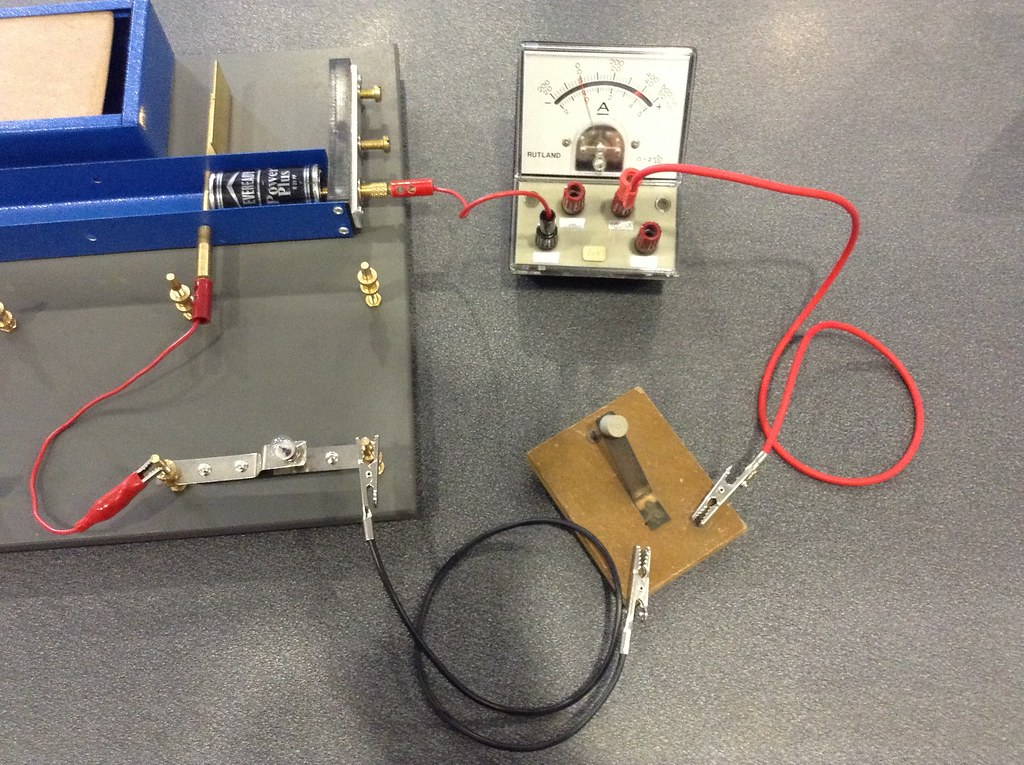 Electric circuit with ammeter and switch | Siyavula Education | Flickr