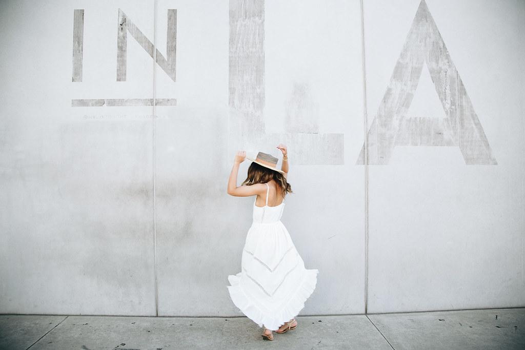whitedresslawall-4