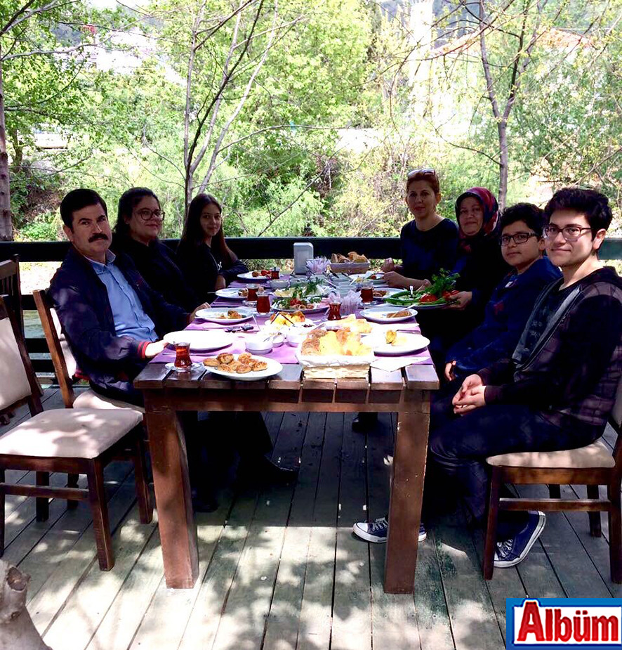 Alanya Eğitim Araştırma Hastanesi Başhekimi Dr. Tevfik Yazan ve ailesi