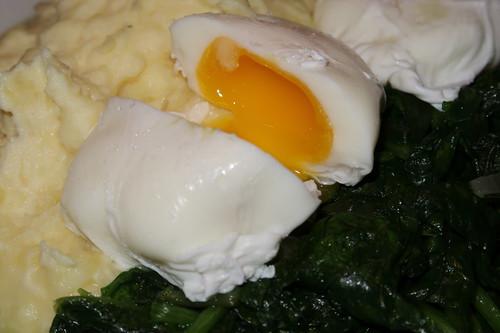 angeschnittenes Pochiertes Ei
