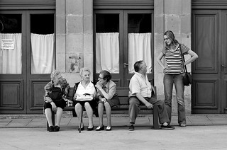 Talking on the bench / Hablando en el banco | by CarluzFoto