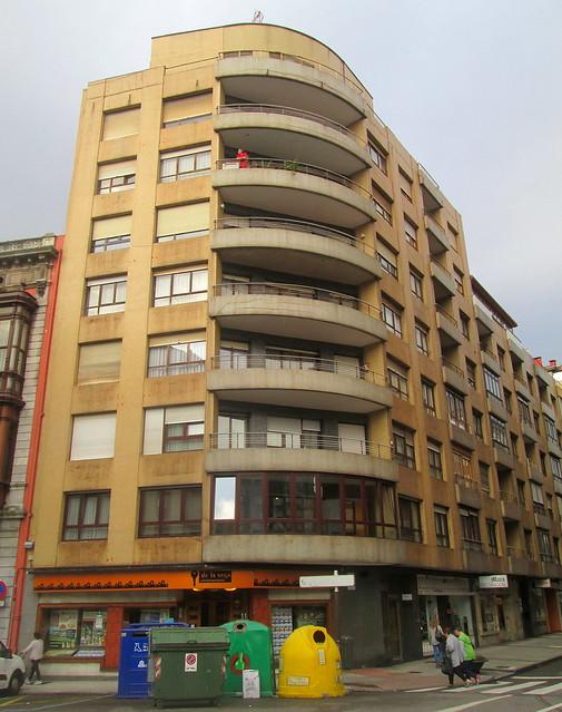 Balconied Corner Deco, Avilés