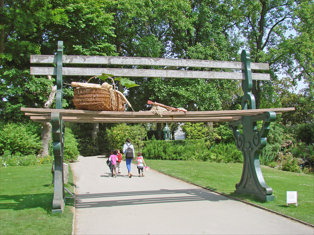Le Jardin Des Plantes Le Voyage Nantes Le Banc Geant In Flickr