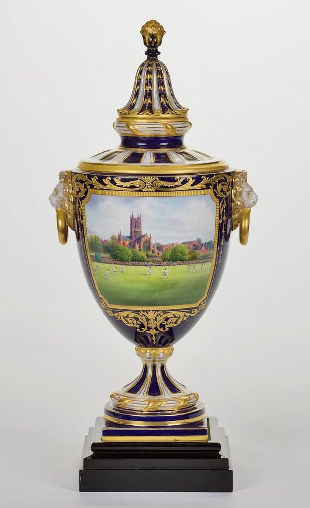 Royal Worcester Vase Prg682742 Vase Presented To Don Bra Flickr