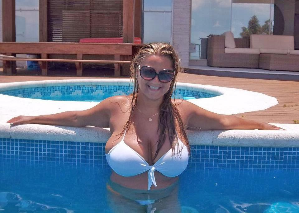 topless-mature-at-pool