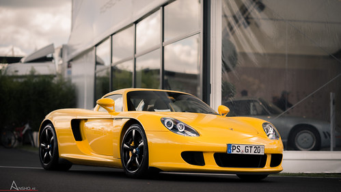 porsche carrera gt a stunishing yellow porsche carrera gt flickr. Black Bedroom Furniture Sets. Home Design Ideas