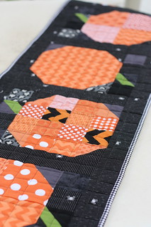 patchwork-pumpkin-table-runner-tutorial | by amy smart