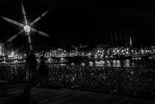 Flirting on the bridge | by Vince_Ander