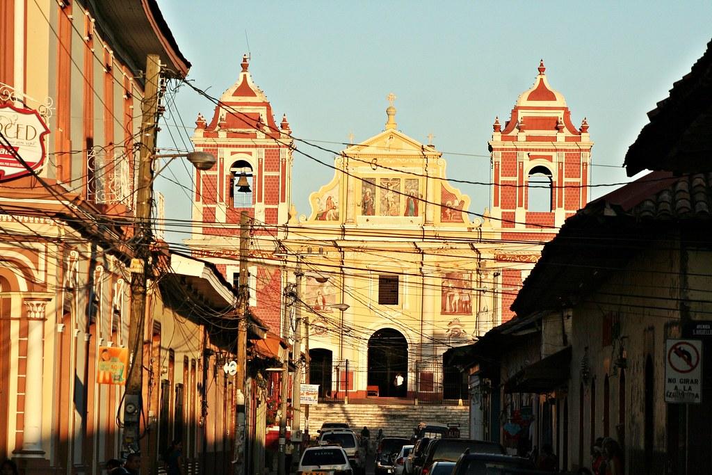 Leon, Nicaragua - Calle Central Ruben Dario & Iglesia El Calvario
