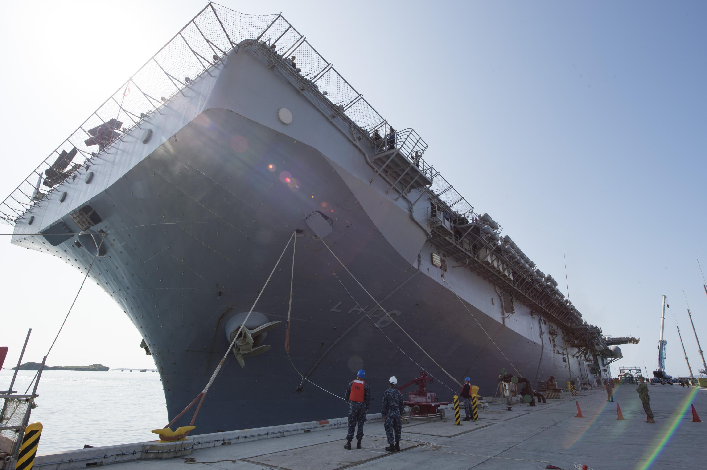 Amphibious assault ship (LHA - LHD - LPD) - Page 4 33134009702_e19f0c9f57_o