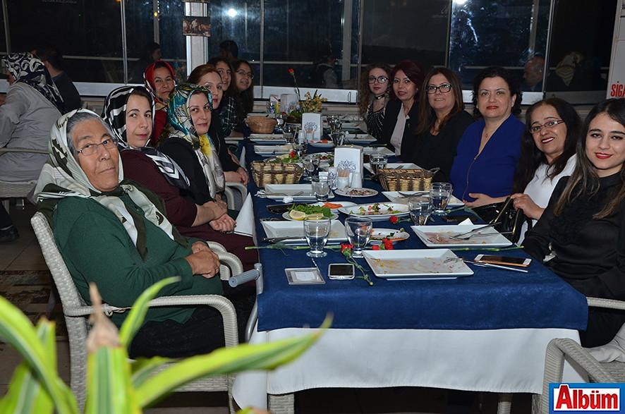 Kadınlar Gününü kutladılar ( Kolcuoğlu Restoran)