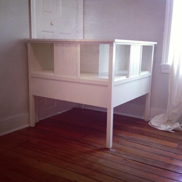 1 yr old Corner headboard/bookshelf for two twin beds. Pottery barn kids. 1  yr old - Corner Headboard/bookshelf For Two Twin Beds. Pottery Barn… Flickr