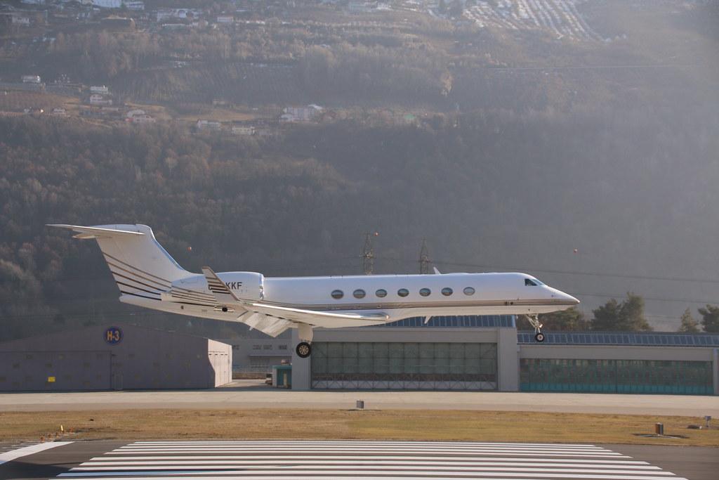 Aéroport - base aérienne de Sion (Suisse) 33036289286_4f3b6646f4_b