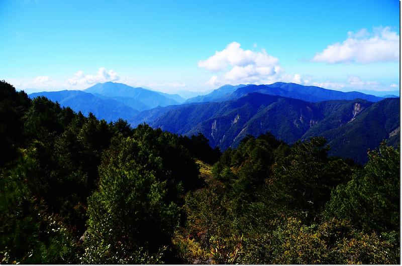 2821山頭巨岩展望點西南眺