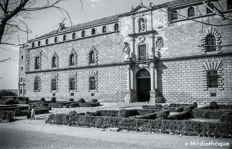 Hospital Tavera en Toledo en agosto de 1965. Fotografía de Jacques Revault © e-Médiathèque | Médiathèque SHS de la Maison méditerranéenne des sciences de l'homme