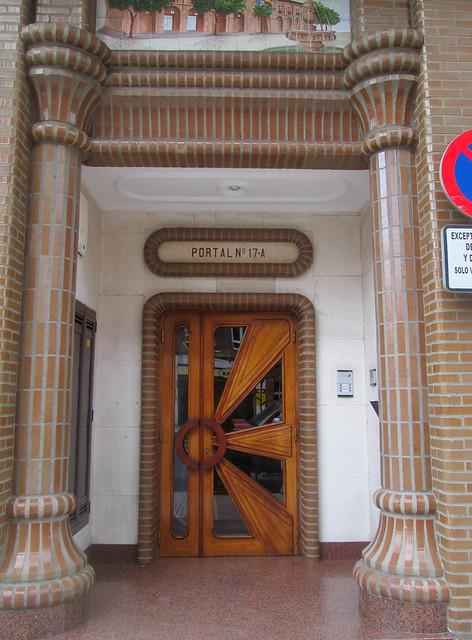 Complementary Sunburst Doorway, Avilés.