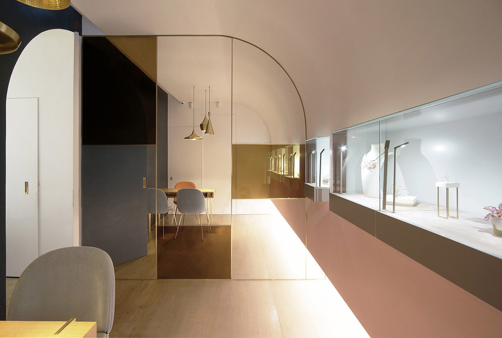 Jewelry store design by French studios Java Architecture and Atelier Brunoir Sundeno_05