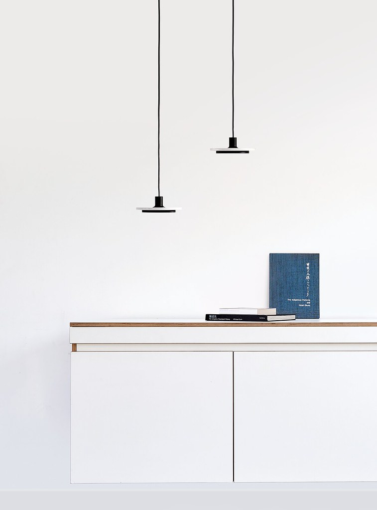 Minimal pendant and floor lamp by London-based designerr Romain Voulet Sundeno_08