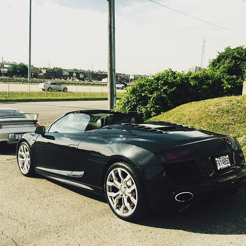 All New At Louelavie Montreal!! The Mighty Audi R8 V10 Ava