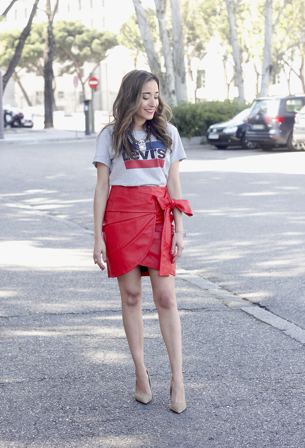 red leather skirt uterqüe Levi's T-Shirt nude heels outfit style fashion spring01