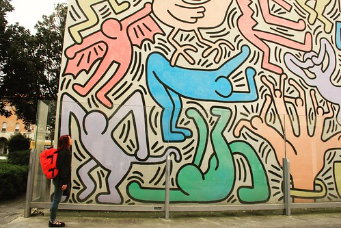 Gazing up at Keith Haring's Tuttomondo, Pisa