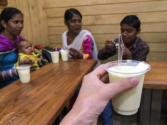 "Super yummy makhania lassi at ""Shri Mishrilal Hotel"", Jodhpur, India ジョードプル めっちゃ繁盛している濃厚マカニアラッシー屋"