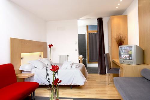 Habitaci n familiar estancia de 30 m con cama king size for Cama familiar