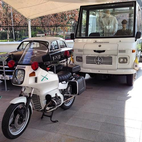 BMW escolta papal y Metalpar Mercedes, Papamóvil Chile 1987 (Juan Pablo II) - Museo de Carabineros