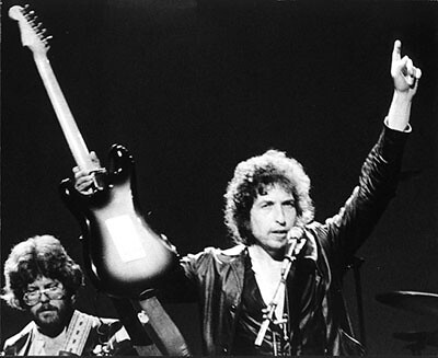 Bob-Dylan-guitar-and-arms-in-the-air-Palace-Theater-Albany-NY-1980