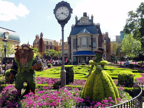 1051_Disney2014_Epcot_WorldShowcase_France_BeautyBeastTopiary