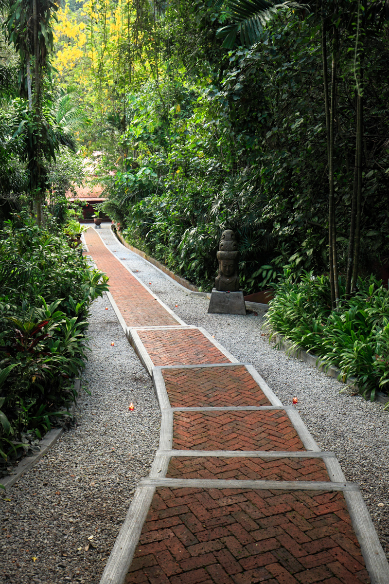 Tamarind Springs Steps to Restaurant