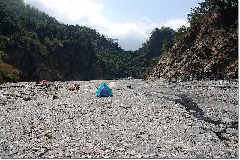 朗吾呂山登山口河床營地 2