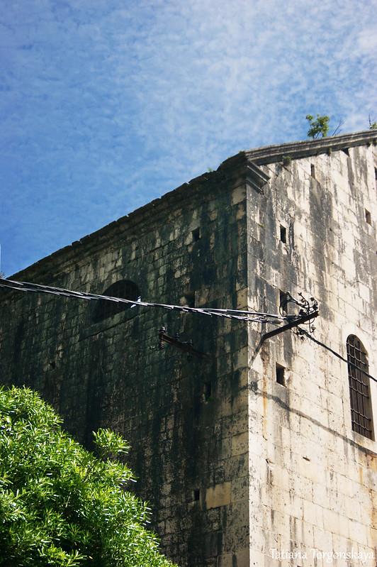 Фрагмент фасада церкви Св. Ивана