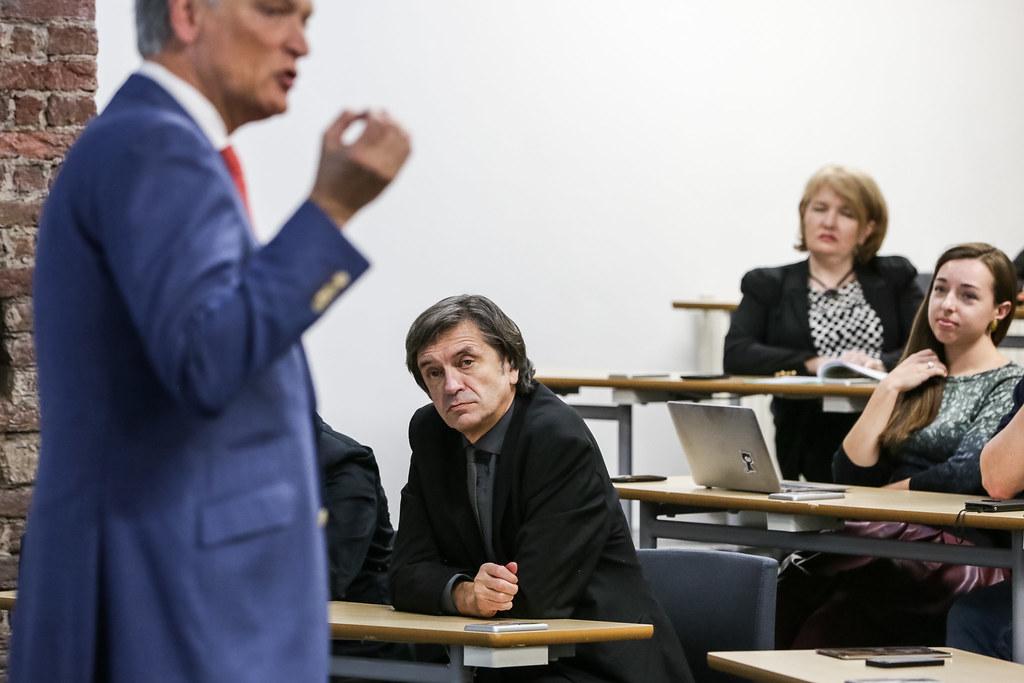 Лидерство в эпоху когнитивных систем: в ВШМ СПбГУ состоялась лекция Харри ван Доренмалена, председателя правления IBM