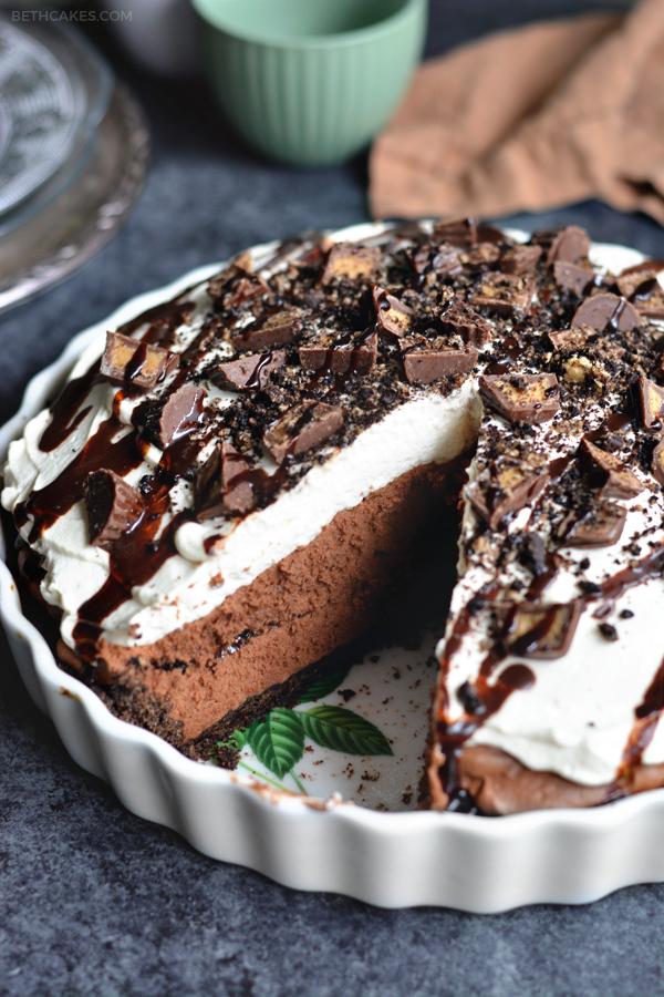 chocolate peanut butter mousse pie - bethcakes.com